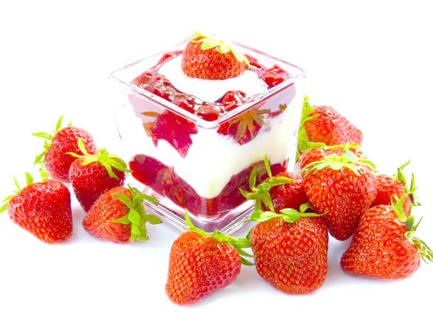 Фото - Десерт из замороженной клубники