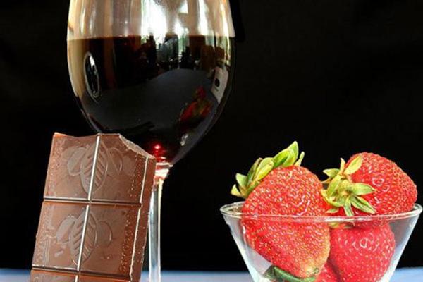 Клубничное вино крепленое